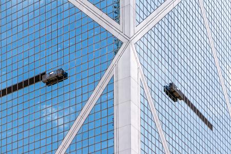 Work platforms hanging by ropes on the side of a skyscraper Reklamní fotografie
