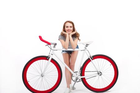 사랑스러운 모델 자전거 포즈에 기대어 스톡 콘텐츠