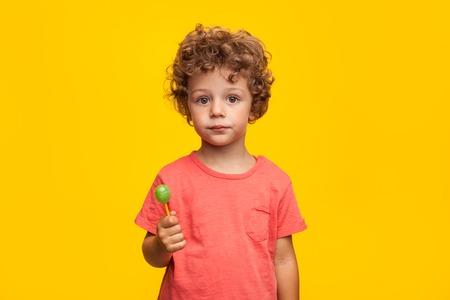 Schattig kind met lolly