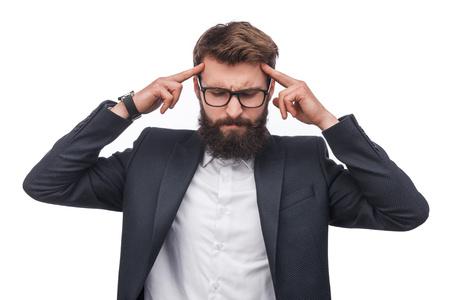 Peinzende zakenman die zich op mening concentreert Stockfoto