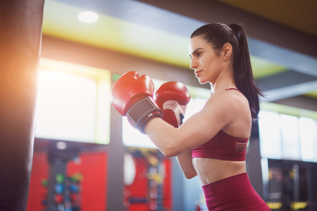 Strong woman boxing in gym Banco de Imagens