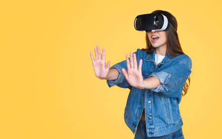 Teenage girl in VR headset experiencing new reality Фото со стока - 115929991