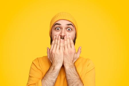 Amazed shocked man covering face Stockfoto