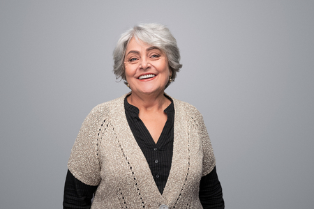 Smiling elderly woman looking at camera 版權商用圖片