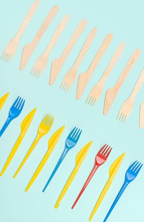 Rows of plastic and wooden cutlery Imagens