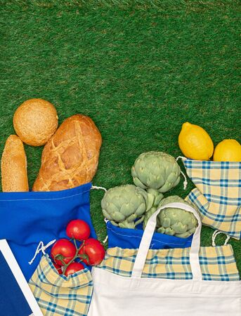 Composition of vegetables and bakery goods in reusable bags