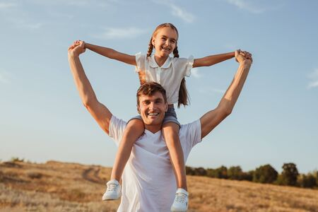Cheerful father and daughter in nature Banque d'images