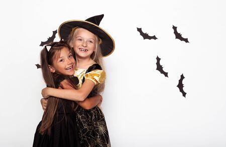 Cheerful girls in carnival costumes hugging 版權商用圖片