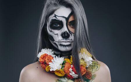 Creepy woman with floral wreath 版權商用圖片