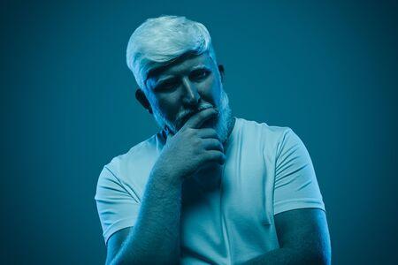 Pensive albino man looking at camera Foto de archivo