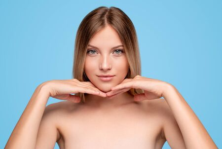Beautiful woman with smooth skin looking at camera Banco de Imagens - 143073062
