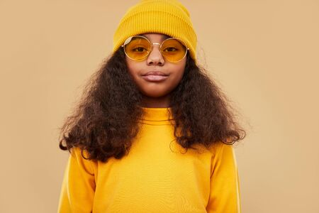 Confident ethnic girl in trendy outfit Banco de Imagens - 143046476
