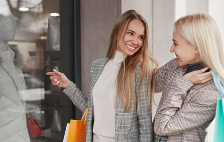 Content women during shopping in city Imagens
