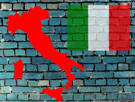 Topics to Italy (background) - On a gray-blue brick wall you can see the map of Italy. Given the national flag. Standard-Bild