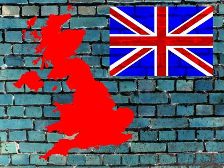 Topics to United Kingdom (background): On a gray-blue brick wall you can see the map of the UK. Given the national flag. Standard-Bild