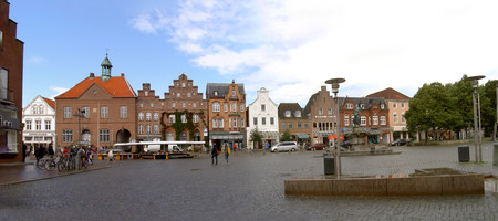 Theodor Storm in Husum - View over the market square in Husum, birthplace of the poet Theodor Storm, market 9, to the left of the Storm Cafe. To the right the Tine Fountain. Husum, Germany 12.09.2012