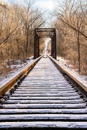 냉동 철도 트랙과 가대 스톡 콘텐츠