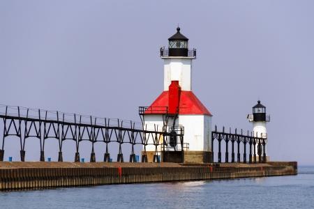 lake michigan lighthouse: North Pier Lights en San Jos�, Michigan Foto de archivo