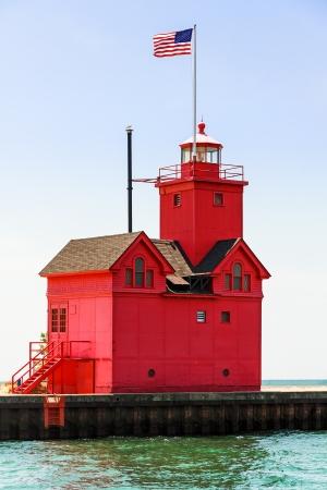 lake michigan lighthouse: Holland, Michigan Sur Pierhead Lighthouse se conoce como Foto de archivo