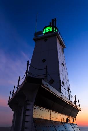 lake michigan lighthouse: El Ludington, Michigan Faro del rompeolas norte en el Lago Michigan Foto de archivo