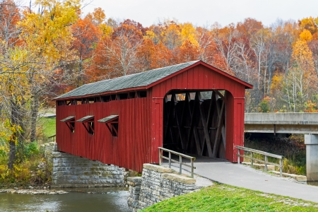 cataract falls: Indiana s Cataract Covered Bridge in Autumn Stock Photo