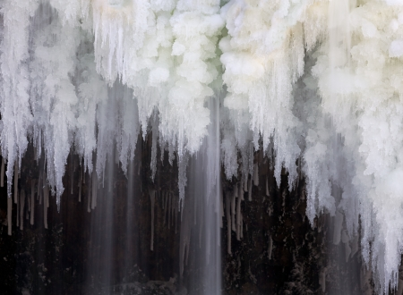 sub zero: Water falls forming intricate icicle formations at Upper Cataract Falls Stock Photo