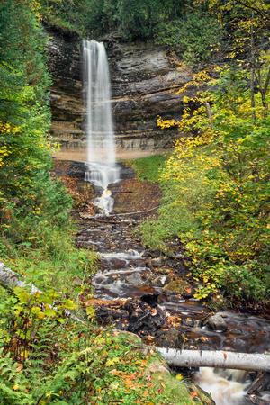 alger: Munising Falls, una bella cascata in Michigan  Archivio Fotografico