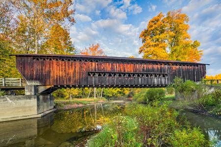 northeast ohio: The Benetka Road Covered Bridge, built around 1900, crosses the Ashtabula River in the autumn landscape of northeast Ohio. Stock Photo