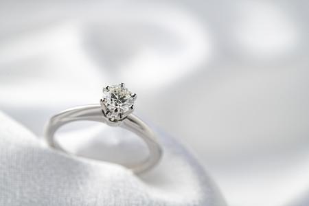 Una hermosa imagen de anillo de bodas Foto de archivo