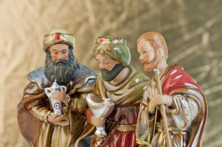 reyes magos: Tres sabios se reunieron para regalos presentes Foto de archivo