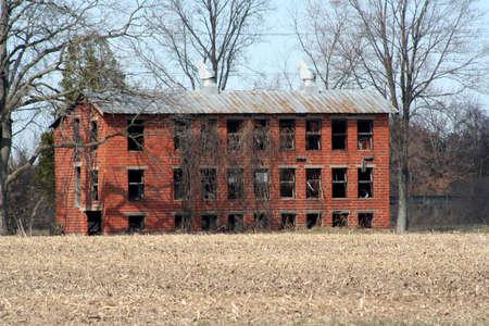 rundown: Old rundown building