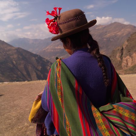 Ruins of Pisaq - Temple of the Sun in Peru, Peruvian woman in traditional dress Stock Photo