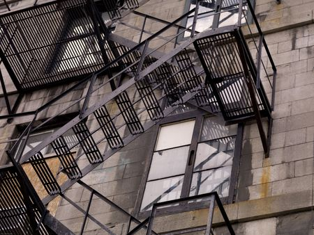 huir: Salida de incendios en el exterior del edificio en Montreal Foto de archivo
