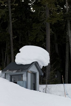 Snow drift on shed Imagens