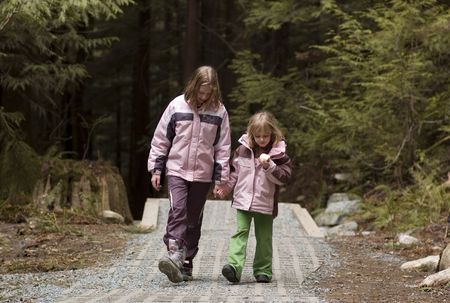 ni�os caminando: Ni�os en camino a pie