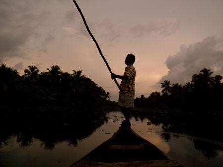 Fisherman on his boat in India 免版税图像