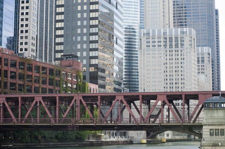 Walkway over river in Chicago Stock Photo - 7188361