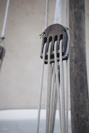 poleas: Cables a trav�s de un pully