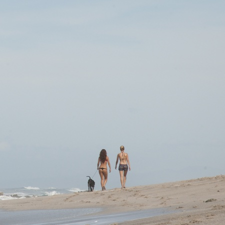 strolling: Two women walking on the beach in Costa Rica