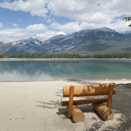 edith: Bench made from wooden log at the lakeside, Edith Lake, Jasper, Jasper National Park, Alberta, Canada