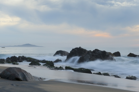 breaking: Waves breaking on rocks, Sayulita, Nayarit, Mexico Stock Photo