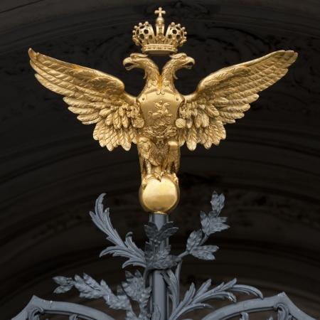 palacio ruso: Gates al Palacio de Invierno, Museo Estatal del Hermitage, Plaza del Palacio, San Petersburgo, Rusia