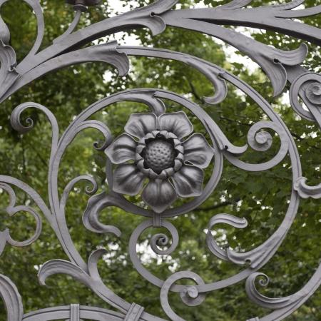 puertas de hierro: Puerta de hierro forjado de la Iglesia del Salvador sobre la Sangre Derramada de San Petersburgo, Rusia