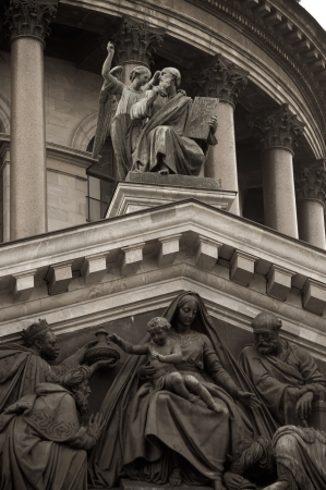 traditionally russian: Statues on the Saint Isaacs Cathedral, St. Isaacs Square, St. Petersburg, Russia