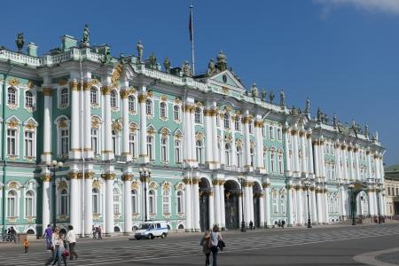 Gevel van het Winterpaleis, Staatsmuseum de Hermitage, het Paleisplein, Sint-Petersburg, Rusland