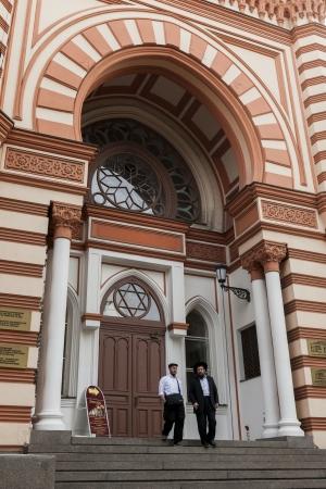 chóralne: Mężczyźni przenosz etapy Grand Synagogi Chóralnej, St Petersburg, Rosja