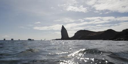 levit: Waves in the Pacific Ocean, Bartolome Island, Galapagos Islands, Ecuador