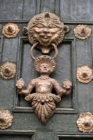 qusqu: Door knocker of a door, Cuzco, Peru