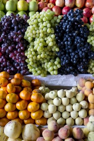 mercado central: Assorted fruits at market stall in Mercado Central, Cuzco, Peru Stock Photo
