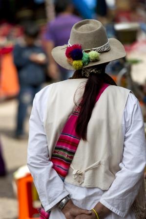 cusco region: Mujer de compras en un mercado, Pisac, Valle Sagrado, Cusco, Per� Foto de archivo